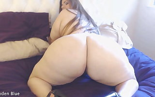 Churning her juicy fat 60-inch BBW Booty
