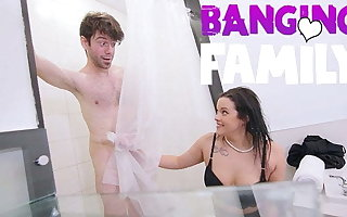 Banging Family - My Step-Mom Fuck Me Not far from Concession for Me Stay