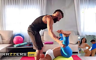 (Alexis Fawx) Spreads Her Feet For (Xander Corvus) And Instructs Him To Feed Her His Dick - Brazzers